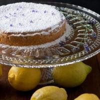 Zitronentarte mit Lavendelblüten
